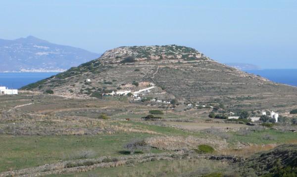 Si cette colline tronquée n'est pas une citadelle néo, je suis pas la soeur de mon frère...